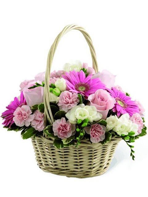 Cesto di fiori dai toni rosa a Roma