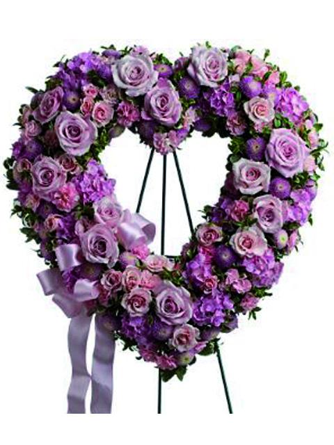 Corona cuore di fiori rosa a Roma